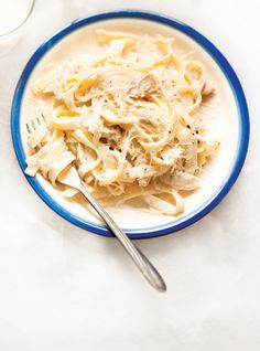 Chicken Fettuccine Alfredo - Recipes to Cook - Pasta Fettuccine Alfredo, Chicken Broccoli Alfredo Pasta, Pate Alfredo, Molho Alfredo, Chicken Fettuccine, Junk Food, Food Food, Lchf, Meals