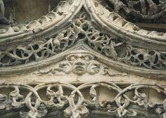 Rostro trifonte en la fachada del Colegio de San Gregorio de Valladolid. Atribuido al taller de Gil de Siloe c. 1492-1496. Groenlin en Flickr.