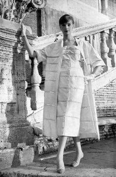 Moda Italiana Spring / Summer 1956  Iris Bianchi wearing a design by Fontana