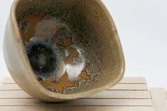 Bol en gres esmaltado. Ceremonia del te. Stoneware glazed bowl. Tea ceremony de KamiBarcelona en Etsy Ceramic Workshop, Serving Bowls, Etsy Seller, Pottery, Ceramics, Tea Ceremony, Create, Tableware, Stoneware