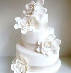 Lovin Sullivan Gardenias Wedding Cake