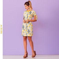 """e895f56ce C O R A C A N E L A® • on Instagram: """"O vestido faz a vez de obra de arte e  surge em estampa descontraída e alegre⠀ #Cosmopolitan #Verao19 #Yellow"""""""