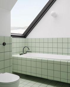 Minimalistisches Haus mit blauem und gelbem Akzent #akzent #blauem #gelbem #minimalistisches #tilesdecoratingideas