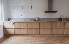 Minimal Kitchen Design, Kitchen Room Design, Home Decor Kitchen, Kitchen Furniture, Kitchen Interior, Home Kitchens, Timber Kitchen, Wooden Kitchen, Kitchen Cupboards