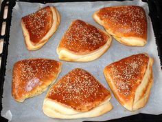 Ring Cake, Canapes, Bread Rolls, Winter Food, Bread Recipes, Baked Goods, Hamburger, Food And Drink, Snacks