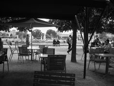 outdoor cafe in the Tuileries Gardens ...