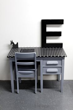 Big VINTAGE wood KIDS DESK with drawers and his chair in a black and white dots oilcloth, via Etsy. Bureau Design, My New Room, My Room, Kids Furniture, Furniture Making, Furniture Stores, Deco Kids, Kid Desk, Desk With Drawers