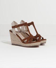 Chaussures compensées croûte de cuir coupe T - Chaussures.