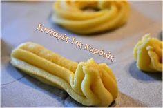 Τα πιο γνωστά και αγαπημένα βουτηματάκια!  Σας βεβαιώνω πως σαν  τα σπιτικά δεν είναι κανένα!  Κάθε μπουκιά ξεχειλίζει από τα αρώματα του β... Greek Sweets, Biscotti, Sweet Tooth, Deserts, Food And Drink, Cookies, Cake, Ethnic Recipes, Kuchen