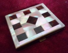 ANTIQUE VINTAGE 1930s  ART DECO POWDER CASE w/ MIRROR -MOTHER OF PEARL