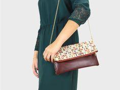 Foldover-Tasche Finja mit Umhängekette – Raute/Bordeaux aus Stoff und Leder | Foldover Finja | Umhängetaschen | TASCHEN | lille mus