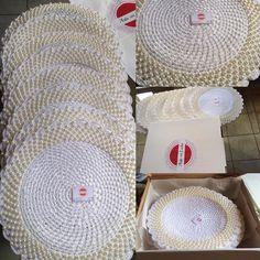 Jubii Mail :: Vi tror, at du vil synes om disse pins Crochet Doilies, Hand Crochet, Crochet Flowers, Crochet Hats, Crochet Borders, Crochet Patterns, Crochet Embellishments, Ribbon Garland, Fillet Crochet