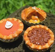 Anthrid- Den of a Thoughtful Rabbit: THANKSGIVING Beer Bottle Cap Pies