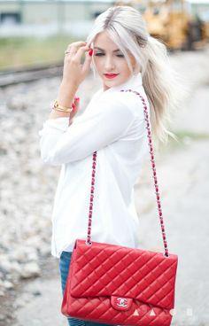 Attractive White Shirt With Red Chanel Handbag Look Fashion, Fashion Boots, Spring Fashion, Fashion Beauty, Fashion Show, Girl Fashion, Womens Fashion, Fashion Design, Fashion Tips