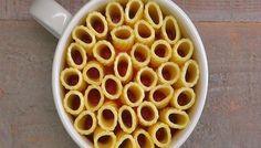 You can make these eye-catching mini rigatoni pasta pies in a coffee mug. Just rigatoni pasta, melted mozzarella cheese, marinara sauce, and fresh basil. Use GF pasta. Rigatoni Pasta Pie, Pasta Casserole, Salsa Marinara, Marinara Sauce, Mug Recipes, Cooking Recipes, Pasta Recipes, Cooking Pasta, Rigatoni Recipes