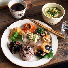 一人暮らしの晩ごはんが楽しい♪ #ワンプレート で叶える私のわがままごはん|#おうちごはん Food Design, Design Design, Asian Recipes, Healthy Recipes, Plate Lunch, Food Porn, Japanese Dishes, Cafe Food, Korean Food