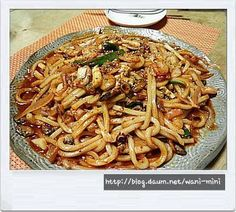 Udon noodles with seafood Korean Dishes, Korean Food, Food Design, Easy Cooking, Cooking Recipes, Udon Noodles, Kimchi, Macaroni And Cheese, Seafood