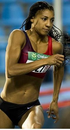 Nafi Thiam in actie. Heptathlon, People Poses, Sports Pictures, Track And Field, Nudes, Strong Women, Anatomy, Bikinis, Swimwear