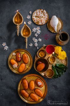 Ledikeni Indian Desserts, Indian Sweets, Indian Food Recipes, Vegan Recipes, Bangladeshi Food, Bengali Food, Sweets Photography, Extra Recipe, Pizza