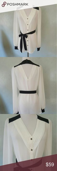 696a09d67e9a3 White and black sheer top White and black sheer top with V in the front and  a V in the back. Length  Bust  Width  ( for a size Small) Chupchick Tops  Blouses