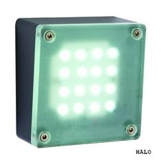 Lampa ogrodowa ścienna led Halo Plug-PlayNowoczesny kinkiet wykonany z aluminium malowanego proszkowo na kolor grafitowy. Źródłem jest energooszczędny moduł led o zimnej barwie światła.  System Plug-Play umożliwia połączenie całego szeregu lamp za pomocą wodoszczelnych przewodów i złączy , które można zakopać w ziemi ( zobacz zdjęcie w galerii oraz produkty pasujące ) $35