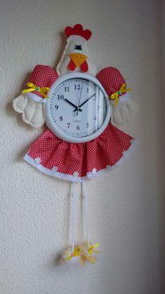 Relógio de Galinha Diy And Crafts, Sewing, Magnolia, Handmade, Cd Crafts, Chicken Crafts, Diy Crafts, Arts And Crafts, Wall Clock Decor