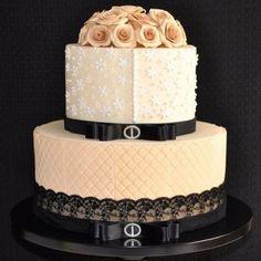 bolo chanel dourado - Pesquisa Google