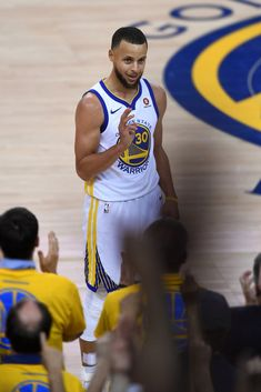 Stephen Curry Basketball, Nba Stephen Curry, Steph Curry Wallpapers, Golden State Warriors Wallpaper, Stephen Curry Photos, Wardell Stephen Curry, 2018 Nba Champions, Curry Warriors, Basketball Memes