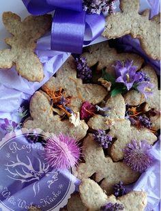 Zauberhafte Blüten & kraftvolle Wildkräuter Kekse aus dem Regina's WildeWeiberKochbuch www.gesundmitbildung.at Kraut, Biscuits, Gifts, Recipies