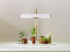Gröna lampan - vacker växtbelysning.    Under Gröna lampan trivs örter och krukväxter inomhus året om.