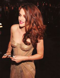 via life with robsten:  I know Kristen looked amazing but her hair is all kinds of WOW!