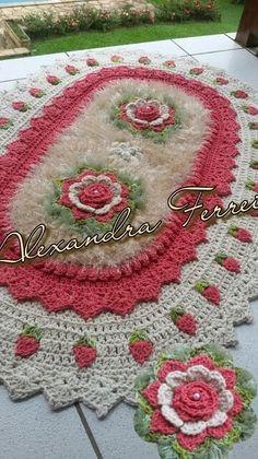 Tapete de croche Crochet Carpet, Crochet Home, Cute Crochet, Crochet Doilies, Crochet Flowers, Crochet Diagram, Crochet Patterns, Needle Tatting, Knit Pillow
