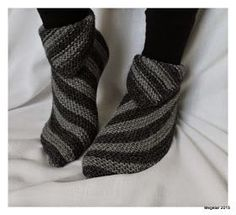 Megetar: Helpot ja hauskat tossut + ohje Knitting Socks, Knitting Needles, Crochet Chart, Knit Crochet, Knitting Designs, Knitting Patterns, Cute Slippers, Yarn Ball, How To Purl Knit