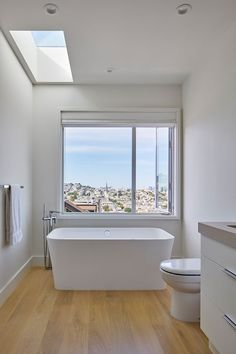 "Location: San Francisco, California - ""Give us an urban oasis, something minimal and modern but warm with a seamless flow from inside to out."" was the mandate from our clients for this San Francisco… Eclectic Bathroom, Bathroom Interior, Modern Bathroom, White Bathrooms, Modern Family, Home And Family, Light Hardwood Floors, San Francisco Houses, Design Tisch"