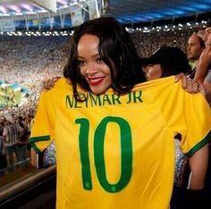 Rihanna Tweets 'Free Palestine', Deletes - http://oceanup.com/2014/07/15/rihanna-tweets-free-palestine-deletes/