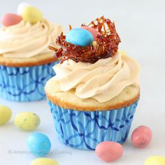 These Double Salted Caramel Cupcakes have a moist vanilla cake, salted caramel filling and a delicious caramel buttercream! For me Easter conjures up happy memories: Easter egg hunts, dark chocola… Chocolate Banana Cupcakes, Cinnamon Cupcakes, Salted Caramel Cupcakes, Carrot Cake Cupcakes, Vanilla Cupcakes, Cupcake Cakes, Mocha Cupcakes, Strawberry Cupcakes, Easter Cupcakes