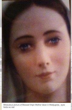 ¿Será así su rostro? ¡Que linda!...¡¡María es la más hermosa!!