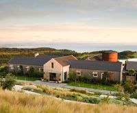 The Farm at Cape Kidnappers. Enjoy a modern-rustic retreat at the Farm at Cape Kidnappers hotel in Hawke's Bay, a working farm with a seductive dining snug, spa and seaside setting. New Zealand Accommodation, Luxury Accommodation, Luxury Lodges, Top Hotels, Hotels And Resorts, Luxury Hotels, North Island New Zealand, Die 100, Beste Hotels