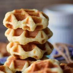 Best Waffle Recipe, Waffle Recipes, Mini Desserts, Delicious Desserts, Waffle Pizza, Crepes, Waffles, Madeleine Recipe, Tiny Food