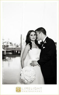 Limelight Photography, www.stepintothelimelight.com, Weddings, Vinoy, St. Pete, Florida, Kiss, Bride, Groom, Bouquet, Flowers, Peony, Black and White, Wedding Dress