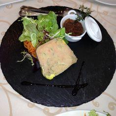 Foie Micuit con Cebolla de Figueras en Barcelona.  Es la especialidad de la Casa, no puedes pasar por aqui sin provar esta delicia. por Moises Hernandez Vallve, Coach en EntreCoach  http://www.onfan.com/es/especialidades/la-palma-de-cervello/amarena-restaurante/foie-micuit-con-cebolla-de-figueras?utm_source=pinterest&utm_medium=web&utm_campaign=referal