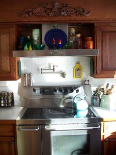 This #Cavaliere #rangehood fits right into this kitchen. The customer made great use of the space around this #kitchenhood.