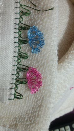 This post was discovered by Gü Bargello, Tatting, Elsa, Diy And Crafts, Brooch, Embroidery, Lace, Model, Jewelry