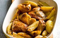 עוף בלימון עם תפוחי אדמה ועשבי תיבול ( צילום: דני לרנר, סגנון: פסי ברניצקי )