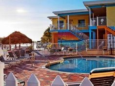St. Pete Beach (FL) Bay Palms Waterfront Resort - Hotel and Marina United States, North America Ideally located in the prime touristic area of Don Cesar, Bay Palms Waterfront Resort - Hotel and Marina promises a relaxing and wonderful visit. Offering a variety of facilities and services, the hotel provides all you need for a good night's sleep. Service-minded staff will welcome and guide you at the Bay Palms Waterfront Resort - Hotel and Marina. Television LCD/plasma screen, a...