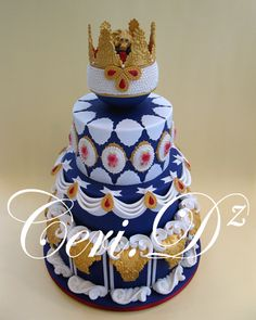 http://ceridz.co.uk/ Ceri D navy gold  modern lambeth fondant royal icing crown mold could be adapted July 4th cake patriotic british sugarcraft