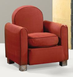 Jacques Adnet 1900 - 1984 FAUTEUIL, VERS 1932 AN UPHOLSTERED ARMCHAIR WITH NICKEL PLATED METAL FEET BY JACQUES ADNET, CIRCA 1932 Estimate: 1,500 - 2,000 EUR
