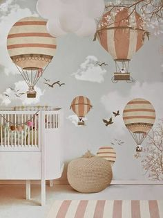 babyzimmer herrliche fantasievolle wandgestaltung Tapete mit passendem Teppich teppichläufer streifen