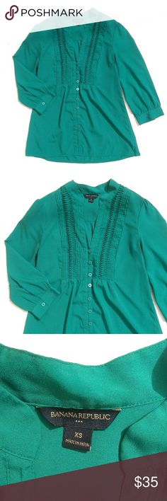 Gorgeous Emerald Green Button Up Blouse Vibrant Green Button up Banana Republic Blouse in great condition!  Size: XS Banana Republic Tops