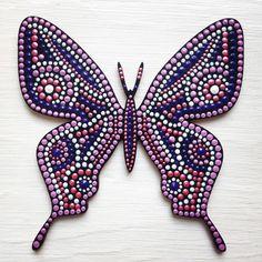 12 отметок «Нравится», 3 комментариев — Daria (@daria_k506) в Instagram: «Одна из бабочек-магнитов. #dariadots #pointtopoint #dotsart #бабочки #магнит #подарок…»